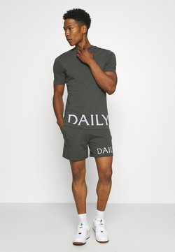 Daily Basis Studios - DAILY ARTICLE PRINT SHORT AND TEE SET UNISEX - Jogginghose - charcoal