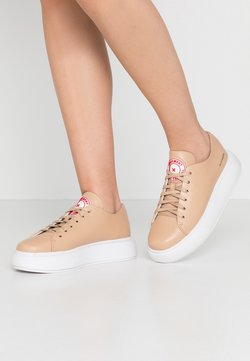Pavement - ENTOURAGE PAVEMENT X JEFFREY CAMPBELL - Sneakers basse - natural