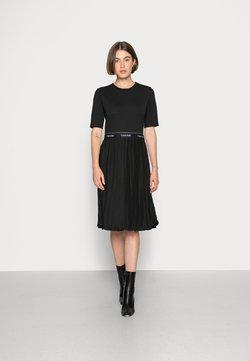 Calvin Klein - MICRO PLEAT MIDI DRESS - Jerseyjurk - black