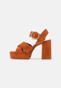 See by Chloé - LYNA  - Korkeakorkoiset sandaalit - dark orange