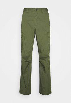 Selected Homme - SLHREG MOLKE PANTS - Reisitaskuhousut - olive night