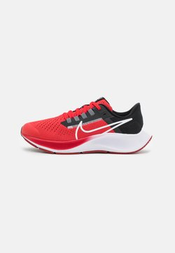 Nike Performance - AIR ZOOM PEGASUS 38 UNISEX - Löparskor för tävling - university red/white/black/dark smoke grey