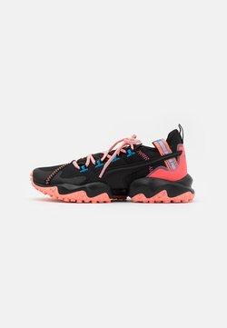 Puma - ERUPT TRL - Zapatillas de trail running - black/nrgy peach