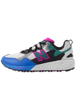 New Balance - FRESH FOAM CRAG - Zapatillas de trail running - grey