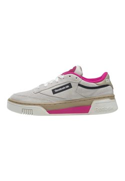 Reebok Classic - CLUB C STACKED - Sneakersy niskie - chalk/utibei/propnk