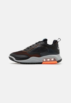 Jordan - MAX 200 - Sneaker low - black/reflective silver/light smoke grey/dark smoke grey/total orange