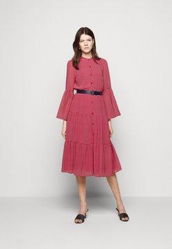 MICHAEL Michael Kors - PRINTED BELTED SHIFT DRESS - Blusenkleid - crimson