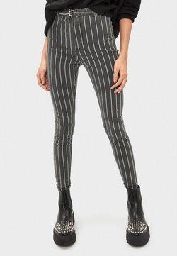 Bershka - MIT HOHEM BUND UND GÜRTEL - Jeans Skinny Fit - black