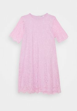Glamorous Curve - SHIFT DRESS - Sukienka koktajlowa - lilac
