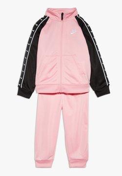 Nike Sportswear - TRICOT TAPING SET - Trainingspak - pink