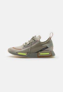 adidas Originals - NMD_R1 SPECTOO UNISEX - Baskets basses - savannah/fear grey/yellow