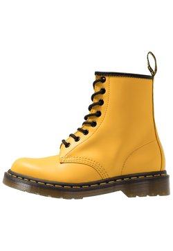 Dr. Martens - 1460 8 EYE BOOT UNISEX - Schnürstiefelette - yellow
