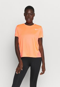 Nike Performance - MILER - Camiseta estampada - bright mango/silver