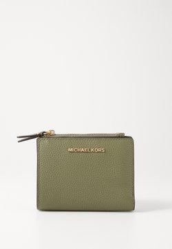 MICHAEL Michael Kors - JET SET SNAP BILLFOLD SMALL - Lompakko - army green