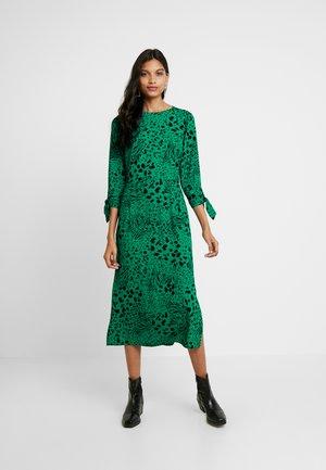 Dorothy Perkins TIA FLORAL RUFFLE LONG SLEEVE DRESS - Kjole - green