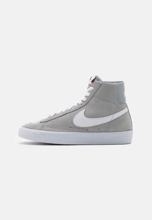 por favor confirmar Canberra golf  Zapatillas Nike Blazer Grises online en Zalando