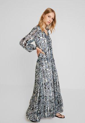 By Malina Maxiklänning Adriana Dress Klänningar online