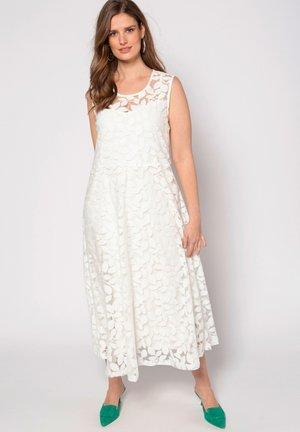 vita långklänningar online