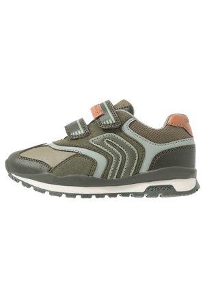 Grüne Geox Schuhe auf Rechnung einfach & bequem ǀ bei ZALANDO