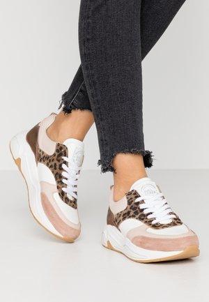 Nude sko Bullboxer på nett | Dame | Zalando.no