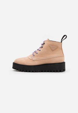 LÄST Boots online på Zalando – Köp skor för dam & herr på
