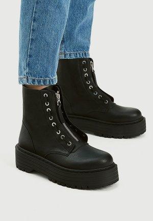 PULL&BEAR Boots online på Zalando – Köp skor för dam & herr