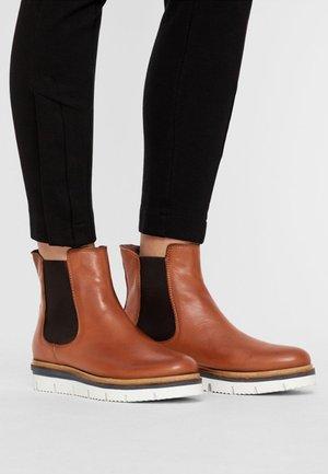 boots storlek 35