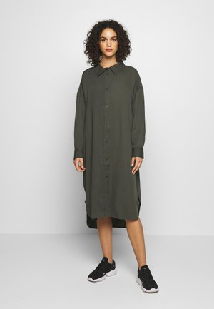 Weekday GLADYS DRESS - Skjortekjole - dark dusty green
