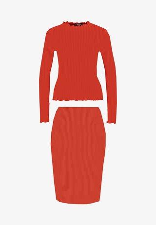 CARLY LETTUCE SET - Pencil skirt - rust