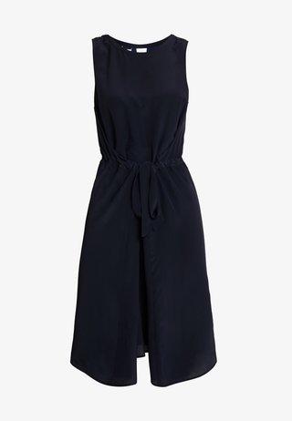 DRESS SLEEVELESS BELT INDIVIDUAL - Vestido informal - pure navy