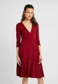 Dorothy Perkins Tall - WRAP DRESS - Jerseykjole - berry - 1