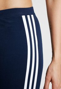 adidas Originals - ADICOLOR TREFOIL TIGHT - Legging - collegiate navy - 5