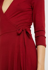 Dorothy Perkins Tall - WRAP DRESS - Jerseykjole - berry - 5