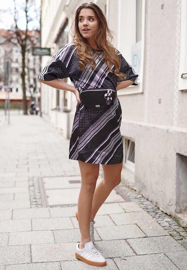 8d7bd2fddb9b od franellee. 3 produktů. TREFOIL DRESS - Žerzejové šaty - black. adidas  Originals
