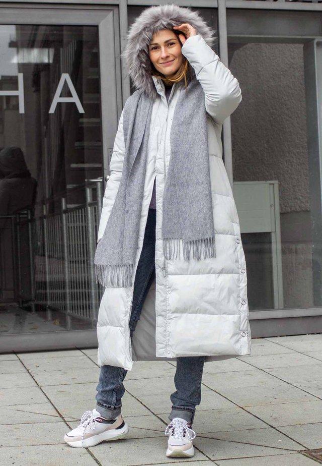 Naisten harmaat talvitakit netistä – Zalandon talvitakkivalikoima e78fda8210