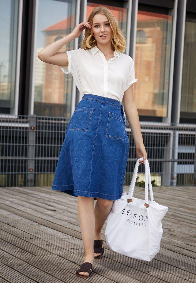d731931256ea Rebajas en moda para mujer | Outlet online en Zalando