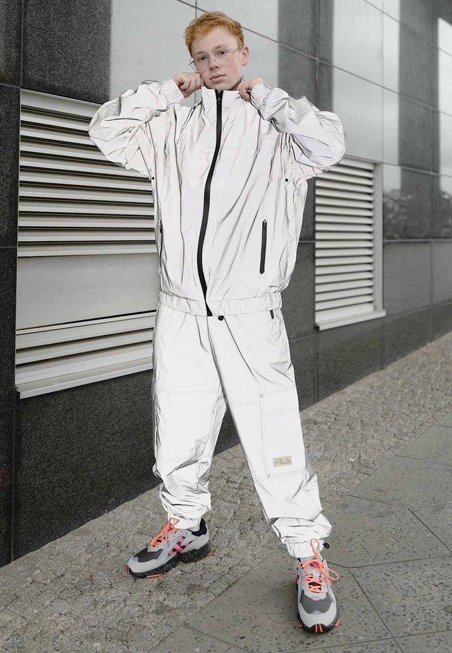 Nike Sportswear Sko Zoom 2K AluminumBlackMetallic Silver