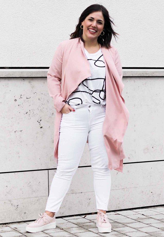 a928679127ea Sneakers femme   Achetez en ligne sur Zalando