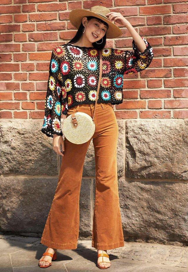 a9d1858af1f87 Przygotuj się na jesień z Zalando! Swetry damskie w Zalando